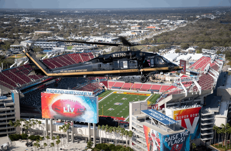 O presidente Biden convoca tropas para as festas do Super Bowl no exterior
